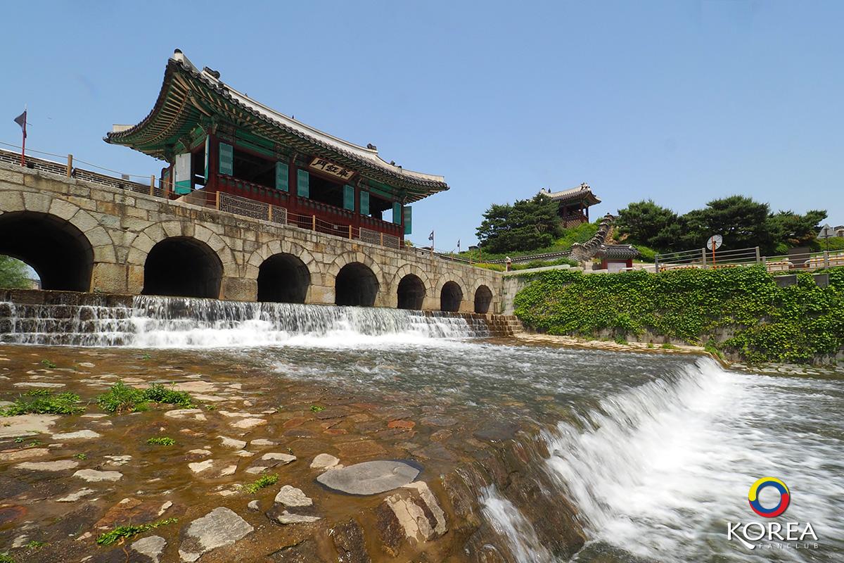 Buksumun ( Floodgate/Hwahongmun )