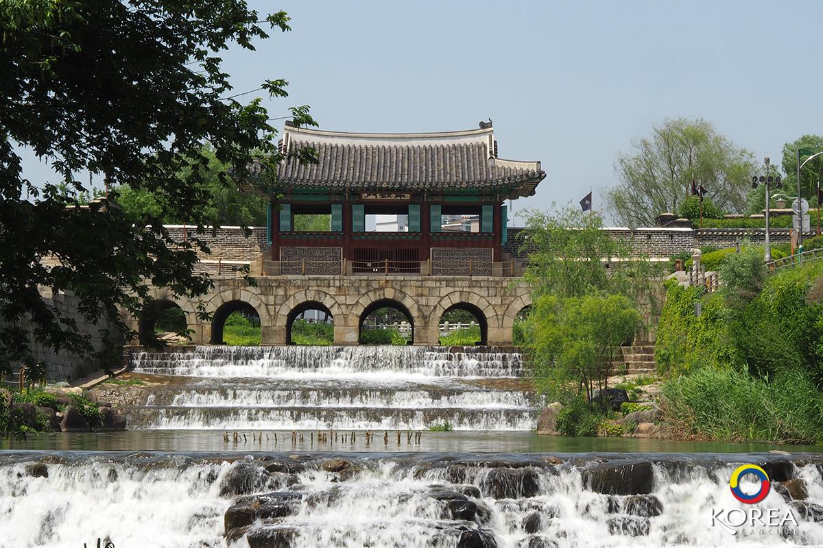 Buksumun (Floodgate Hwahongmun )