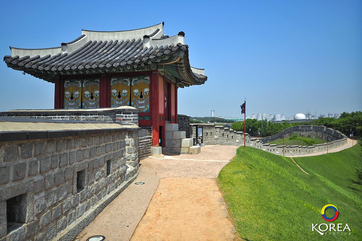 Changryongmun Gate