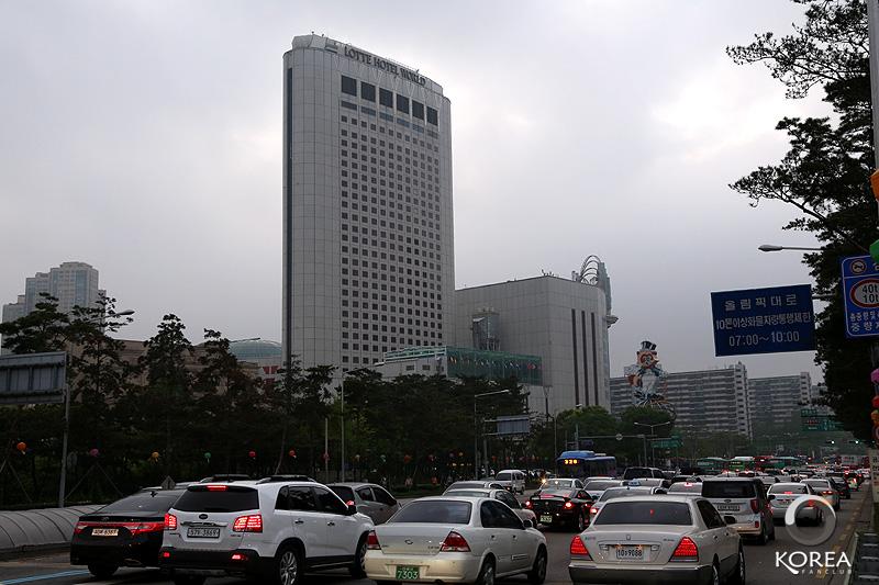 Lotte Hotel World ตรงข้ามสวนสนุก Lotte World ใจกลางกรุงโซล