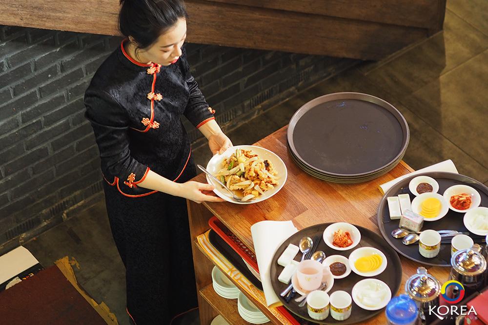 Mandabok จาจังเมี่ยน ในตำนาน ( จาจังมย็อน ) บะหมี่ดำ อินชอน ไชน่าทาวน์
