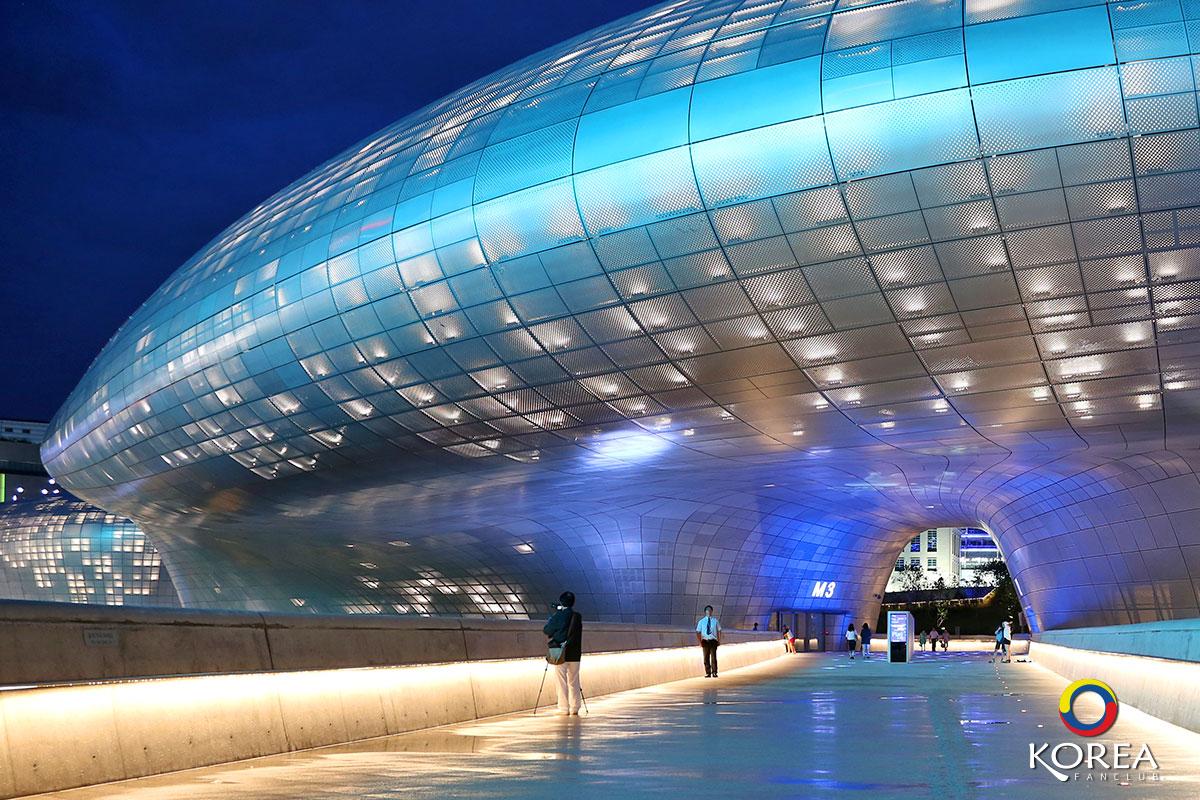 ทงแดมุนดีไซน์ พลาซ่า : Dongdaemun Design Plaza