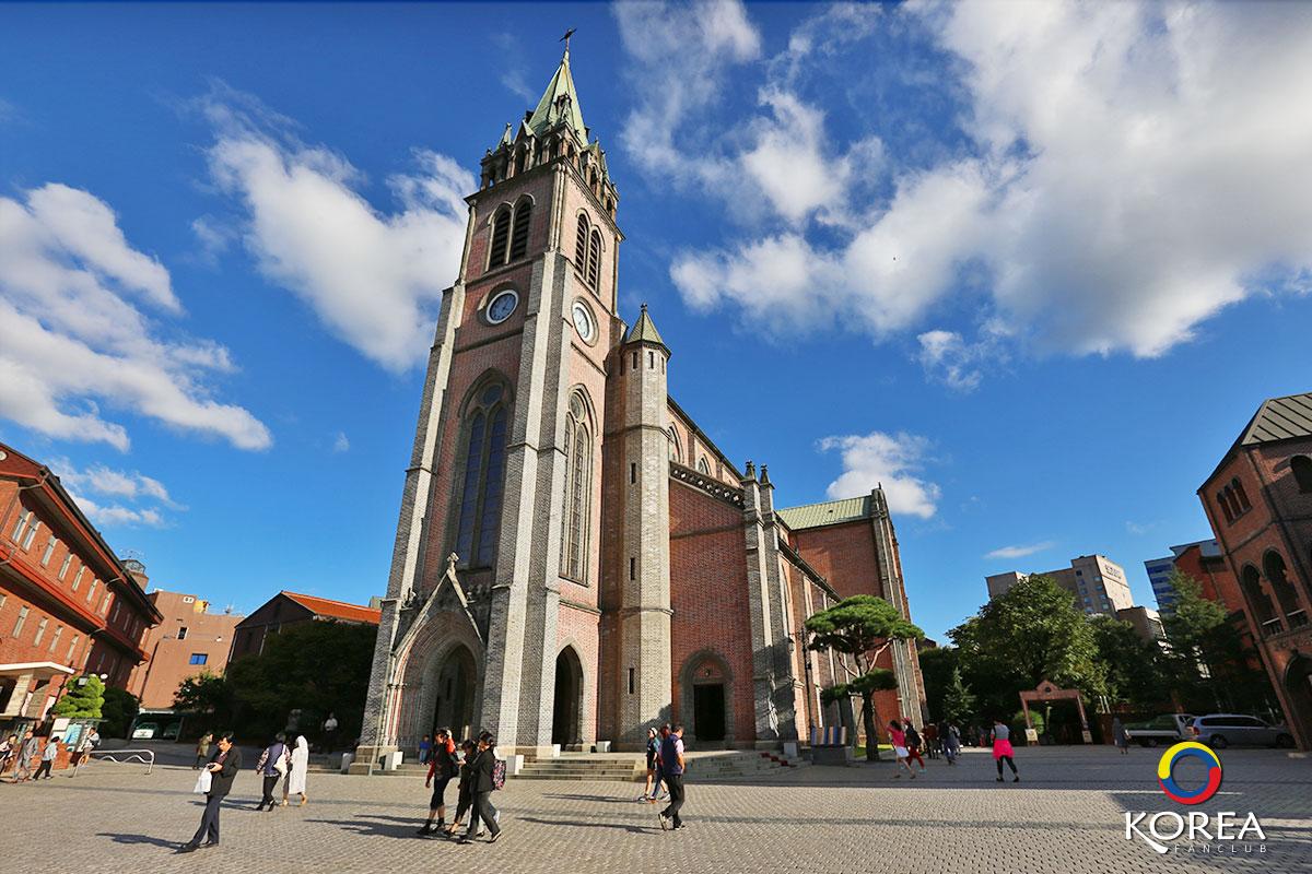 โบสถ์มยองดง Myeongdong Cathedral