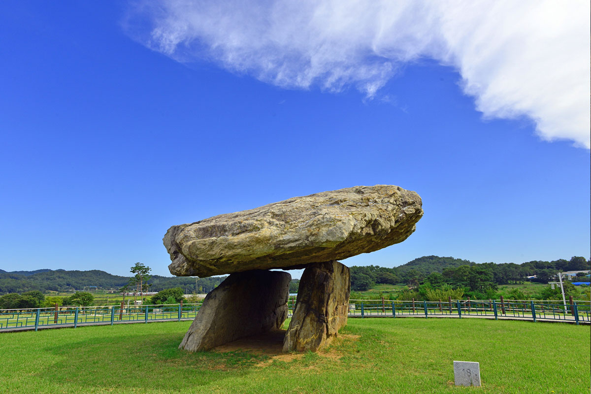 หลุมฝังศพหินโบราณ คังฮวา : Ganghwa Dolmen