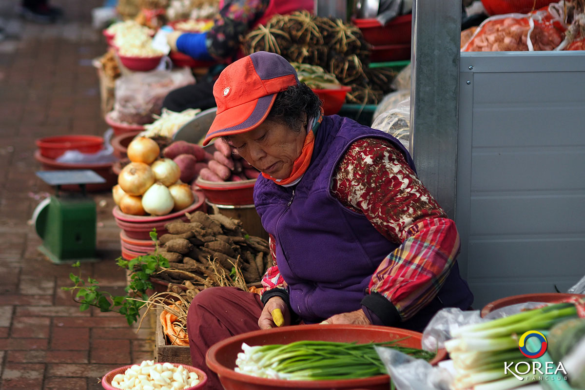 ตลาดพื้นเมือง ฮัลลิม Hallim Traditional 5-day Market