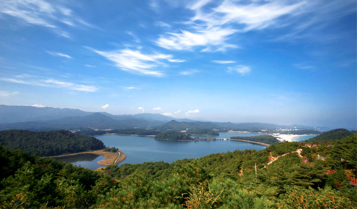 ทะเลสาบฮวาจินโป : Hwajinpo Lake